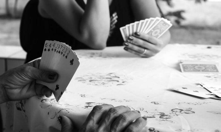 Παίζεις χαρτιά Η χαρτοπαιξία