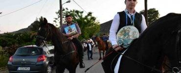 Περιφορά εικόνας Αγίου Γεωργίου με άλογα στα Λευκάκια Ναυπλίου