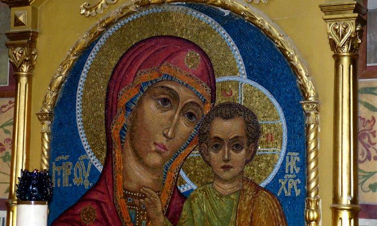 Χαίρε Βασίλισσα των ουρανών - Προσευχή στην Παναγία