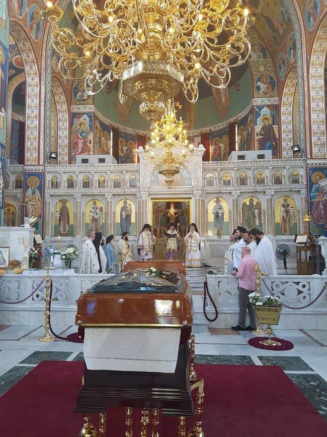 Θεία Λειτουργία στο Ιερό Σκήνωμα του Μητροπολίτου Λαρίσης Ιγνατίου