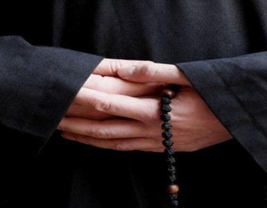 Ο μοναχός αδιάλειπτα προσεύχεται