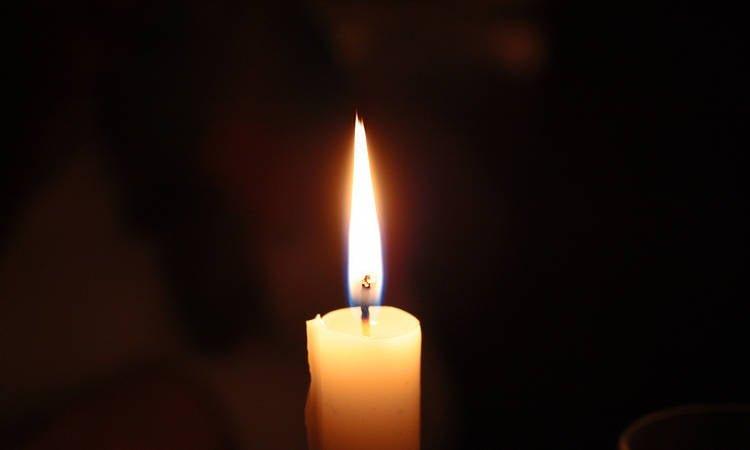 Μνημόσυνο για τα θύματα της πυρκαγιάς στη Ραφήνα