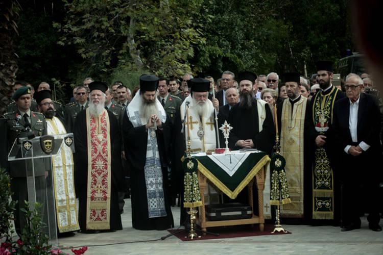 Επιμνημόσυνη δέηση στον Ιερό Λόχο από τον Αρχιεπίσκοπο