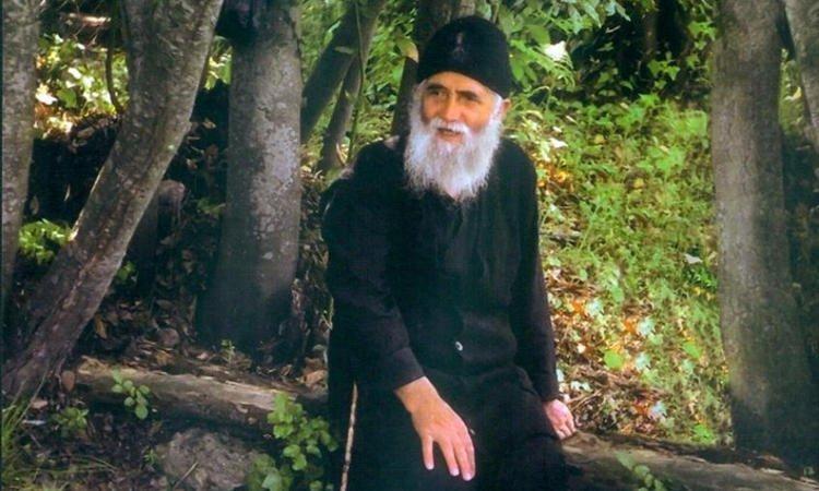 Άγιος Παΐσιος: Ο Θεός θα δώσει τη λύση