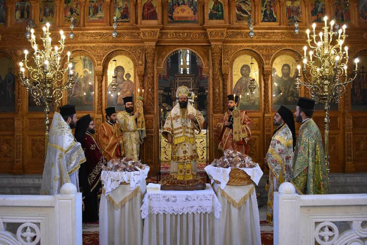 Πρωτοχρονιάτικη Θεία Λειτουργία στην Κομοτηνή (ΦΩΤΟ)