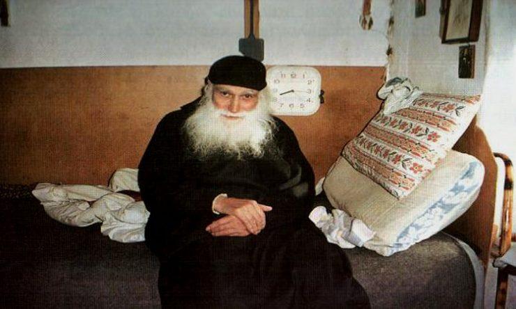 Γέροντας Εφραίμ Κατουνακιώτης: «Η προσευχή, το κομποσχοίνι, η ελεημοσύνη  νικά το έλεος του Θεού» | Σημεία Καιρών