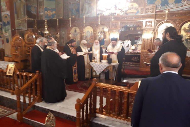 Ιερό Ευχέλαιο στο Στεφανοβίκειο της Μητροπόλεως Λαρίσης