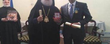 Πατριάρχης Αλεξανδρείας παρασημοφορεί τον Πρέσβη της Ουκρανίας στην Αίγυπτο