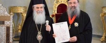 Παρασημοφόρηση Μητροπολίτου Πατρών από τον Πατριάρχη Ιεροσολύμων