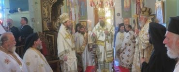 Τρισαρχιερατική Θεία Λειτουργία στη Μήλο
