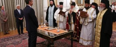 Η ορκωμοσία του νέου Πρωθυπουργού από τον Αρχιεπίσκοπο