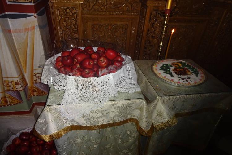 Λαμπρός εορτασμός Αγίας Ειρήνης Χρυσοβαλάντου στη Μητρόπολη Ιερισσού (ΦΩΤΟ)