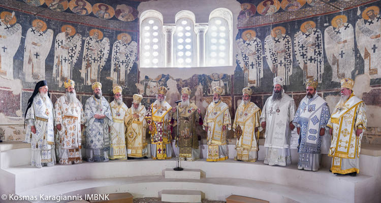 Πολυαρχιερατικό συλλείτουργο στη Βέροια για την εορτή του Αγίου Παντελεήμονος (ΦΩΤΟ)