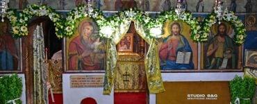 Η θαυματουργή οπή της Εκκλησίας των Αγίων Αδριανού και Ναταλίας (ΦΩΤΟ)