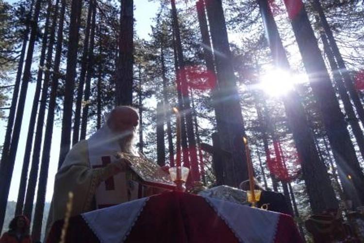 Θεία Λειτουργία στην κοιλάδα της Βάλια Κάλντα