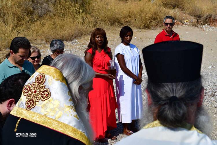Νεαρή Κενυάτισσα βαπτίσθηκε Ορθόδοξη Χριστιανή (ΦΩΤΟ)