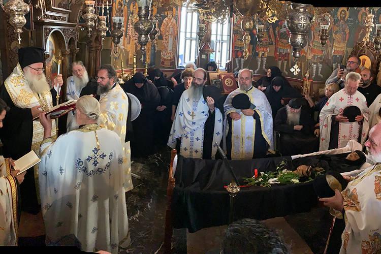 Εξόδιος Ακολουθία Mοναχής Άννης στο Ιερό Ησυχαστήριο Άξιόν Εστιν Ιεράπετρας