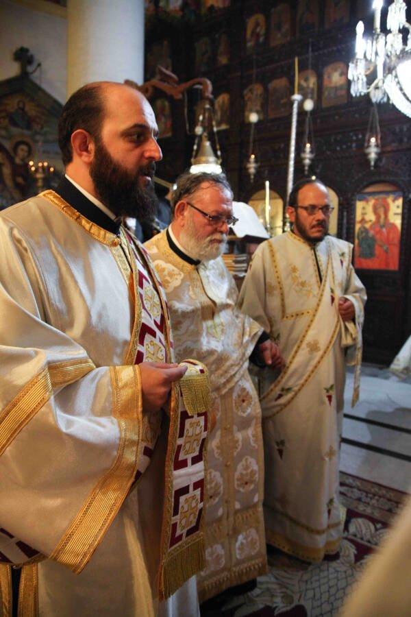 Χειροθεσία Πνευματικού από τον Αρχιεπίσκοπο Κύπρου (ΦΩΤΟ) | proseuxi.gr