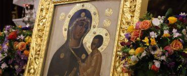Η Παναγία Οδηγητρία και Ελεούσα του Τιχβίν στα Χανιά Παραμονή της Παναγίας του Τιχβίν στα Χανιά μέχρι την Κυριακή