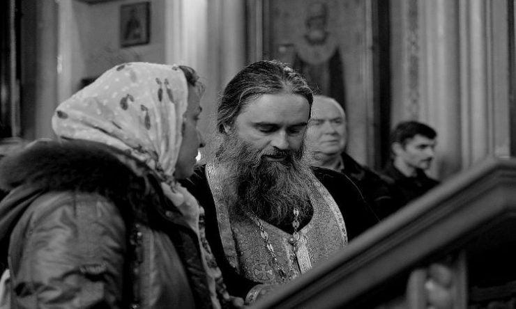 διαφορά ανάμεσα σε ιερείς και γονείς
