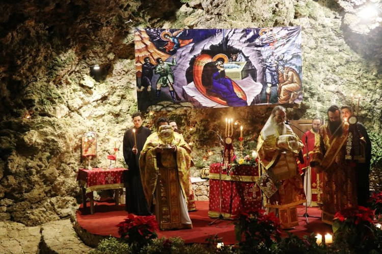 Πάνω από 3000 προσκυνητές στο σπήλαιο της Μαραθοκεφάλας