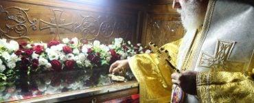 Ατέρμονη συρροή πιστών στη Μονή Οσίου Παταπίου στο Λουτράκι