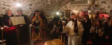 Εσπερινός Χριστουγέννων στην κρύπτη του Αγίου Δωροθέου στην Ερμούπολη