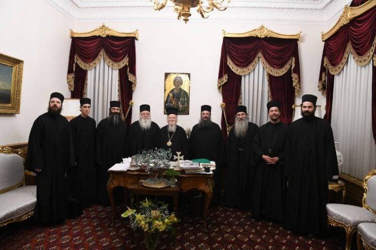 Οι Καθηγούμενοι των Μονών Ξενοφώντος και Παντοκράτορος στο Φανάρι (ΦΩΤΟ)