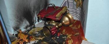 Χίος: Ιερόσυλοι έβαλαν φωτιά στην Αγία Τράπεζα (BINTEO)