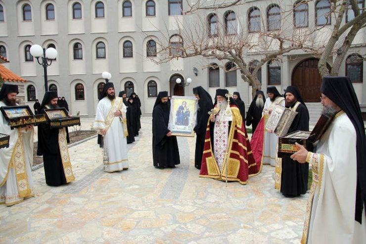Λιτάνευση Παναγίας Τρικορφιώτισσας και ιερών λειψάνων