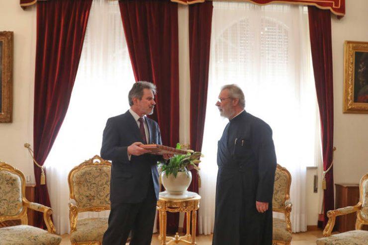 Ο νέος Πρέσβης της Ελλάδος στον Αρχιεπίσκοπο Κύπρου