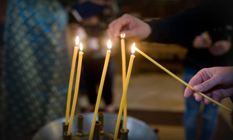 Γιατί ανάβουμε κερί και τι συμβολίζει;