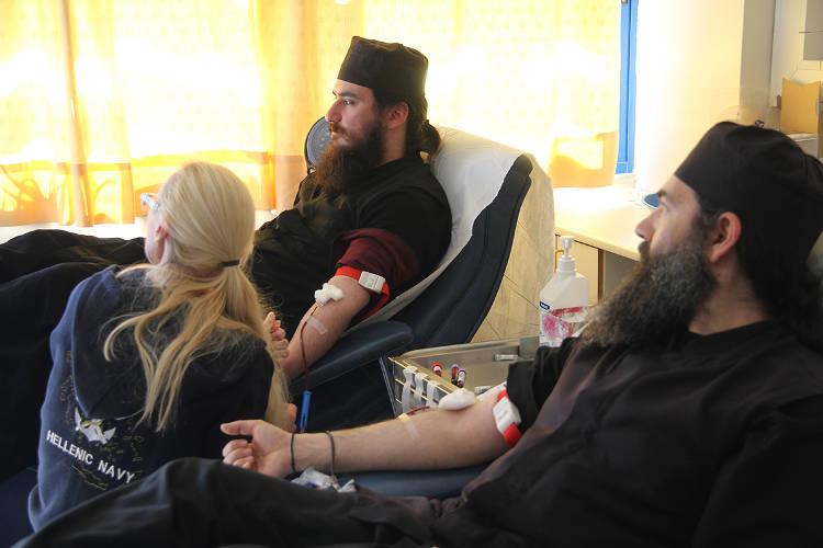 Μοναχοί και μοναχές έδωσαν αίμα για καλό σκοπό