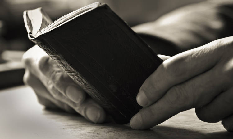 Τι πρέπει να μας διδάξουν τα βιβλία;