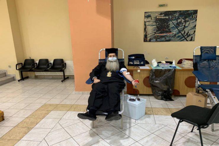 Ο Μητροπολίτης Φθιώτιδος στην Εθελοντική Αιμοδοσία για την Τράπεζα Αίματος του Νοσοκομείου Λαμίας