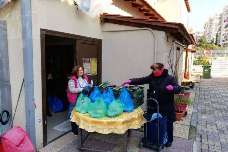 Διανομή δεμάτων τροφίμων στη Μητρόπολη Νεαπόλεως