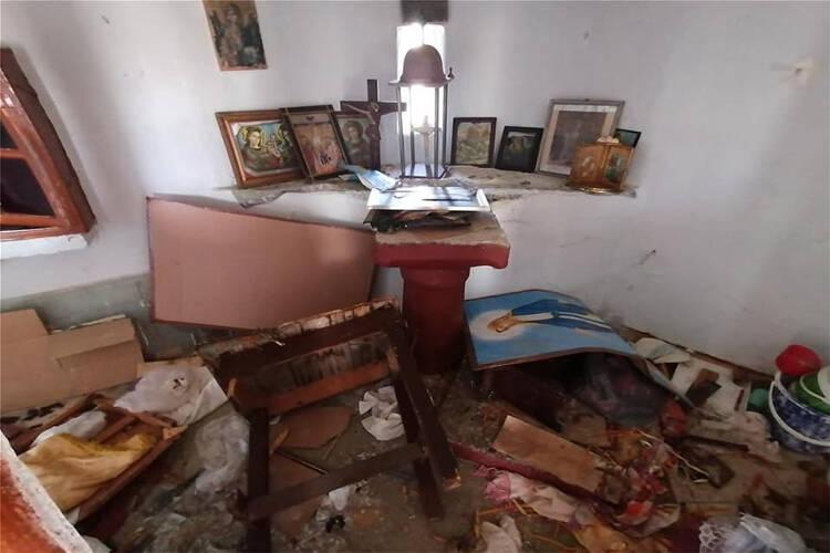 Καταγγελίες κατοίκων Λέσβου ότι μετανάστες βανδάλισαν εκκλησάκι (ΦΩΤΟ-ΒΙΝΤΕΟ)