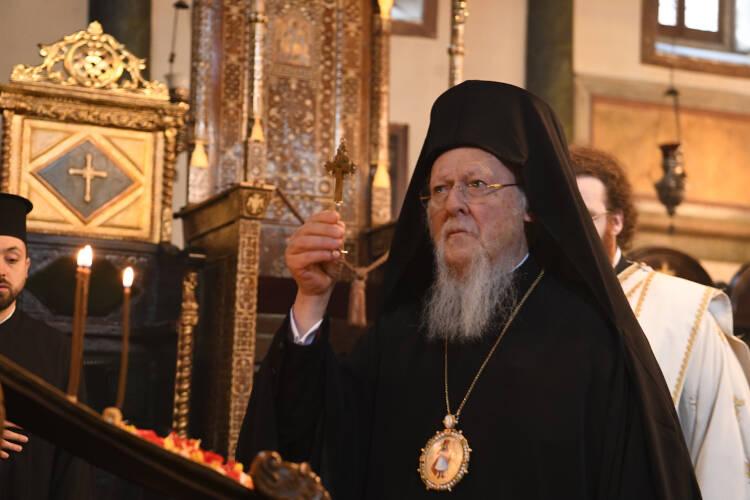 Οικουμενικός Πατριάρχης: Ο Θεός, με τη δύναμη και την χάρη του Τιμίου και Ζωοποιού Σταυρού, να προστατεύει όλους τους ανθρώπους (ΦΩΤΟ)