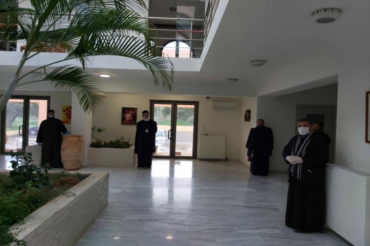 Κληρικοί της Μητροπόλεως Αρκαλοχωρίου συνεισφέρουν στο ταμείο για την αντιμετώπιση του κορωνοϊού