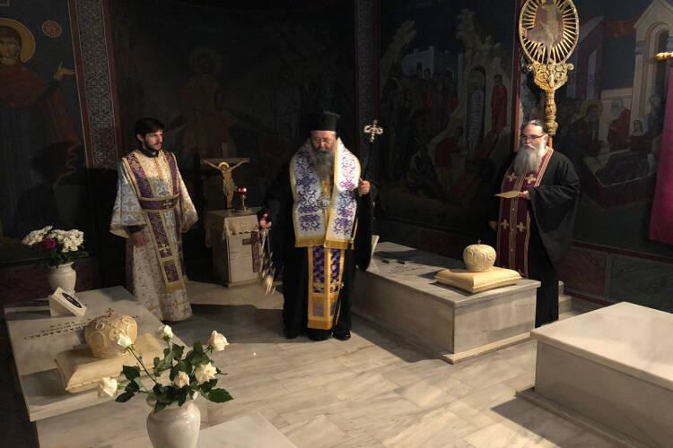 Τρισάγιο από τον Κίτρους Γεώργιο στη μνήμη των μακαριστών προκατόχων του Αρχιερέων