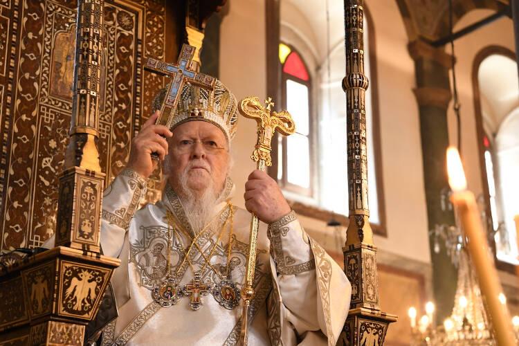Οικουμενικός Πατριάρχης: Η πίστη του Χριστιανού είναι το αληθινό και άσβεστο φως της Αναστάσεως το οποίο ανάβει από τον πόθο Χριστού