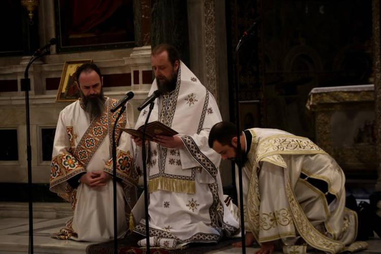 Η Κυριακή της Πεντηκοστής στη Μητρόπολη Αθηνών