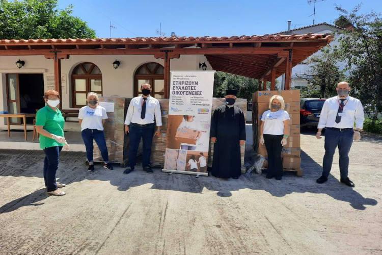 Διανομή δεμάτων τροφίμων σε άπορες οικογένειες από την Αποστολή και τη Μητρόπολη Μαρωνείας