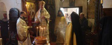 Θεία Λειτουργία στη Μονή Ζωοδόχου Πηγής Άνδρου