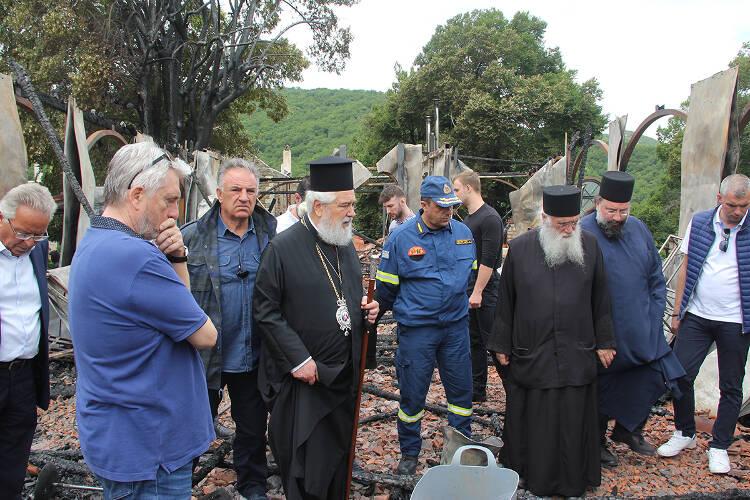 Θλίψη και πένθος στη Μητρόπολη Φωκίδος: Κάηκε ο ναός και η εικόνα της Παναγίας στη Μονή Βαρνάκοβας