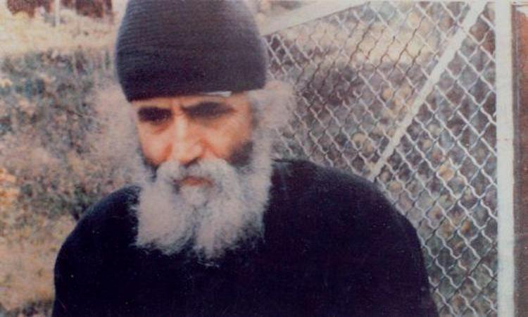 Άγιος Παΐσιος ο Αγιορείτης: Μη φοβάσαι... Άγιος Παΐσιος Αγιορείτης: Στην πνευματική ζωή δεν υπάρχει ένας κανόνας Ο Θεός σέβεται την ελευθερία του ανθρώπου...