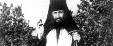 Όσιος Γεώργιος Καρσλίδης: Να μην κάθεσθε την ώρα της Θείας Λειτουργίας
