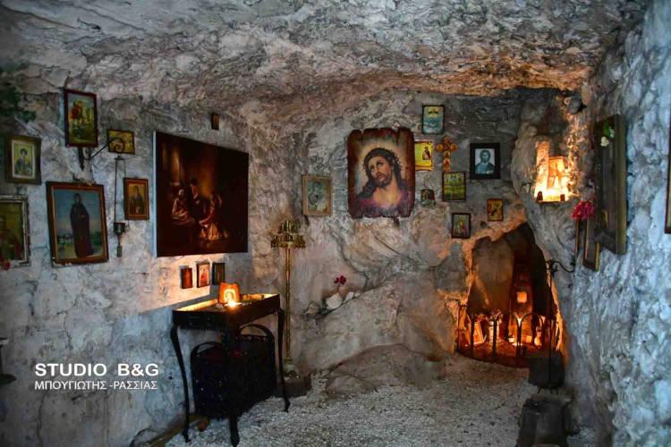 Παναγίτσα: Ένα πανέμορφο εκκλησάκι στο Ναύπλιο στην αγκαλιά του βράχου (ΦΩΤΟ)