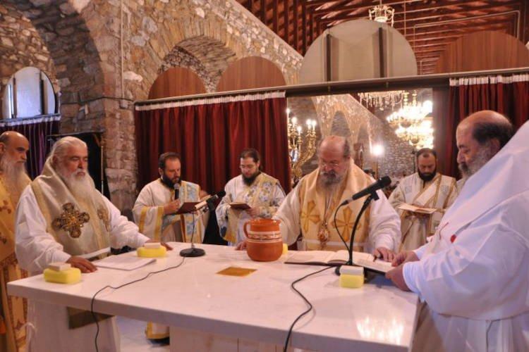 Λαμπρά εγκαίνια του Ιερού Ναού Παναγίας Πετρούσης