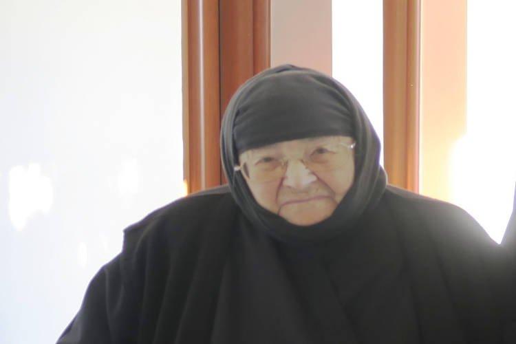 Στην αγκαλιά της Παναγίας η σεβασμία μοναχή Θεοδώρα της Ιεράς Μονής Δαμάστας (ΦΩΤΟ)